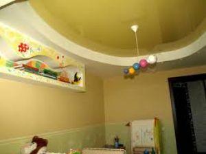 Нужен ли в детской натяжной потолок?