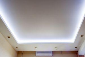 Традиционно белый натяжной потолок